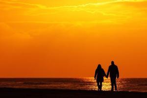 zonsondergang-koppel-strand